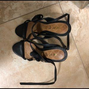 L.A.M.B. Black strappy sandals size 7.5
